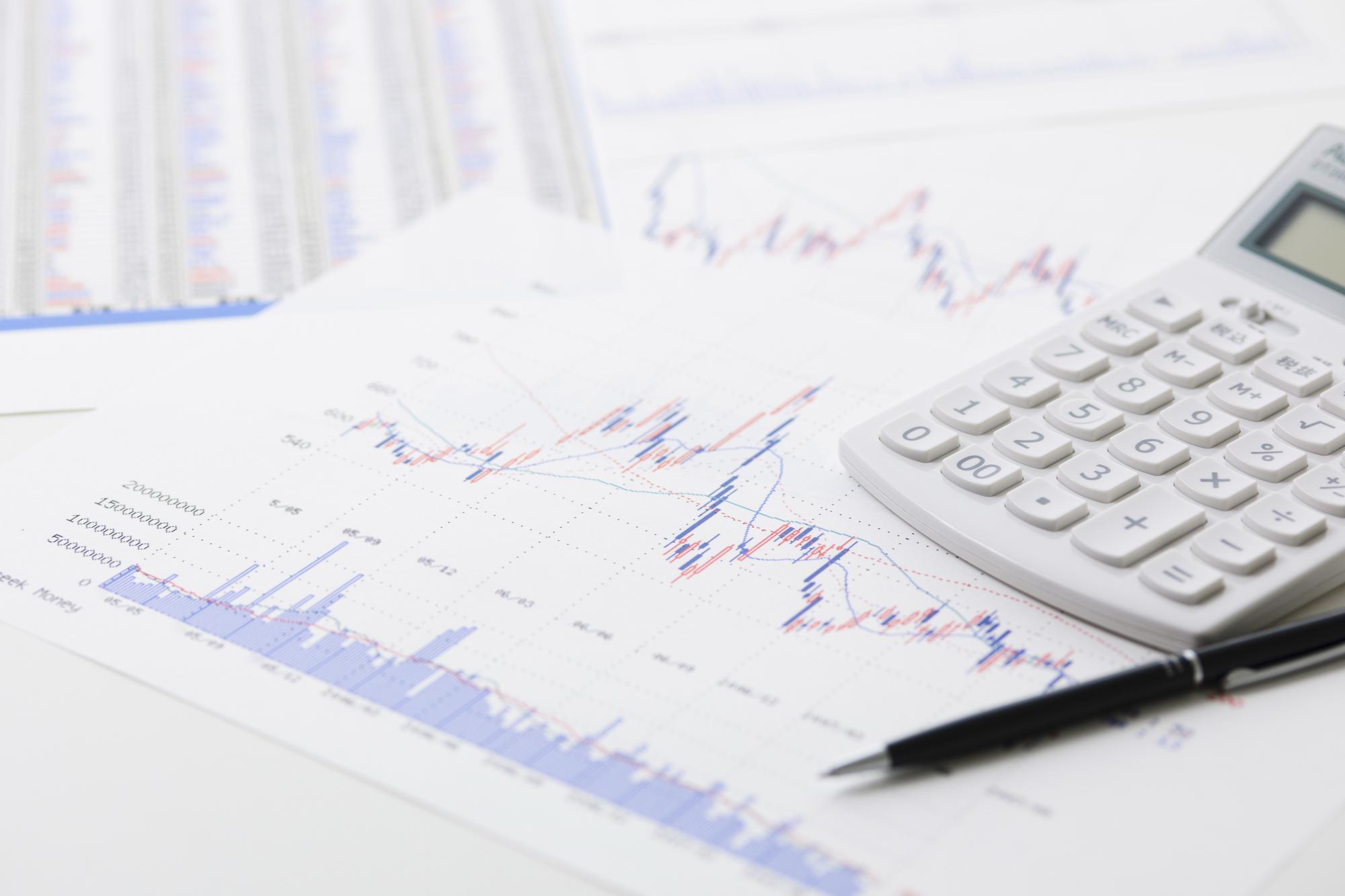 株価チャートと電卓