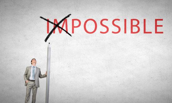 「impossible」のimを消して「possible」に変える男性